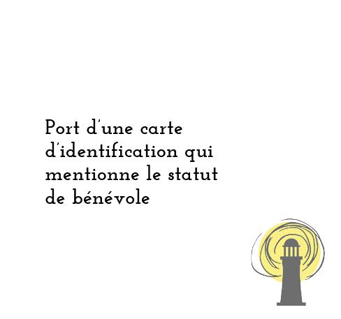Port d'une carte d'identification qui mentionne le statut de bénévole